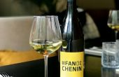 La fédération viticole Anjou Saumur a imaginé un kit  qui comprend un sticker  en vitrophanie.