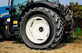 Le PneuTrac de Trelleborg Wheel Systems a été sélectionné par New Holland Agriculture pour équiper la nouvelle gamme de tracteurs spécialisés T4.