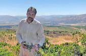 Au Liban, à 1000 mètres d'altitude, s'étendent les 300 ha de vignes du château Kefraya. Fabrice Guiberteau est le directeur technique de cette propriété familiale qui se singularise par la mise en avant des terroirs et des cépages.