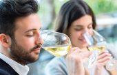 Un vin blanc qui a fait sa FML ou une concentration trop marquée en phénols volatils peuvent aller à l'encontre du profil attendu par le standard de l'appellation. © karelnoppe/fotolia