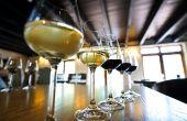 «Auparavant, les clients venaient au caveau acheter leur vin pour toute l'année, observe un vigneron des Pays de Loire. Aujourd'hui, c'est terminé.» Photo : Goodluz/Fotolia