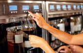Distributeur de vin au verre. © Syda Productions