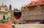 De 16 litres  de vin par an et par habitant dans les années 2000, la consommation est passée à 21 l en 2015. Photo : Heinz Waldukat/Fotolia