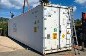 Le Domaine de La Croix (Var) loue chaque année un container réfrigéré, installé près du chai de vinification. Les caisses et palox sont manipulées avec un transpalette. Le chargement se fait avec un chariot élévateur.